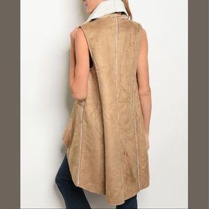 boutique Jackets & Coats - 🔥HP🔥Taupe Sherpa Vest